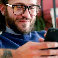 Mann mit Smartphone
